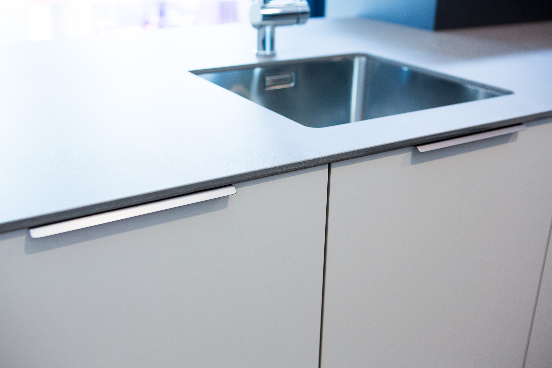 Curve el tirador perfecto para cocinas minimal curve - Sofas de cocina ...