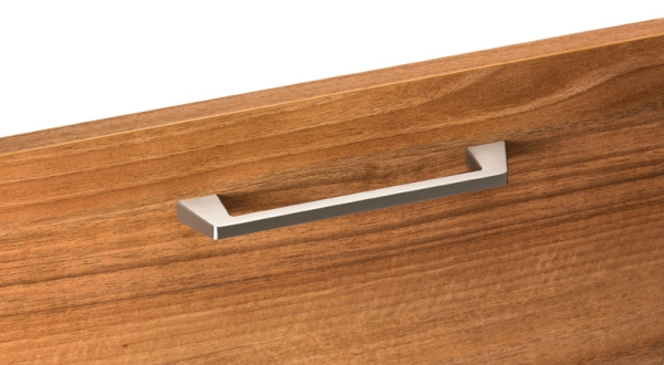 Tirador de zamak para cocinas. Zamak handle for kitchens.