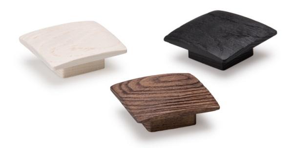 Balto, pomos de madera decorativos. Balto, wooden knobs for decor.