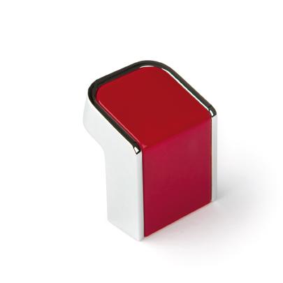 Pomos y tiradores rojos. Red knobs and handles.