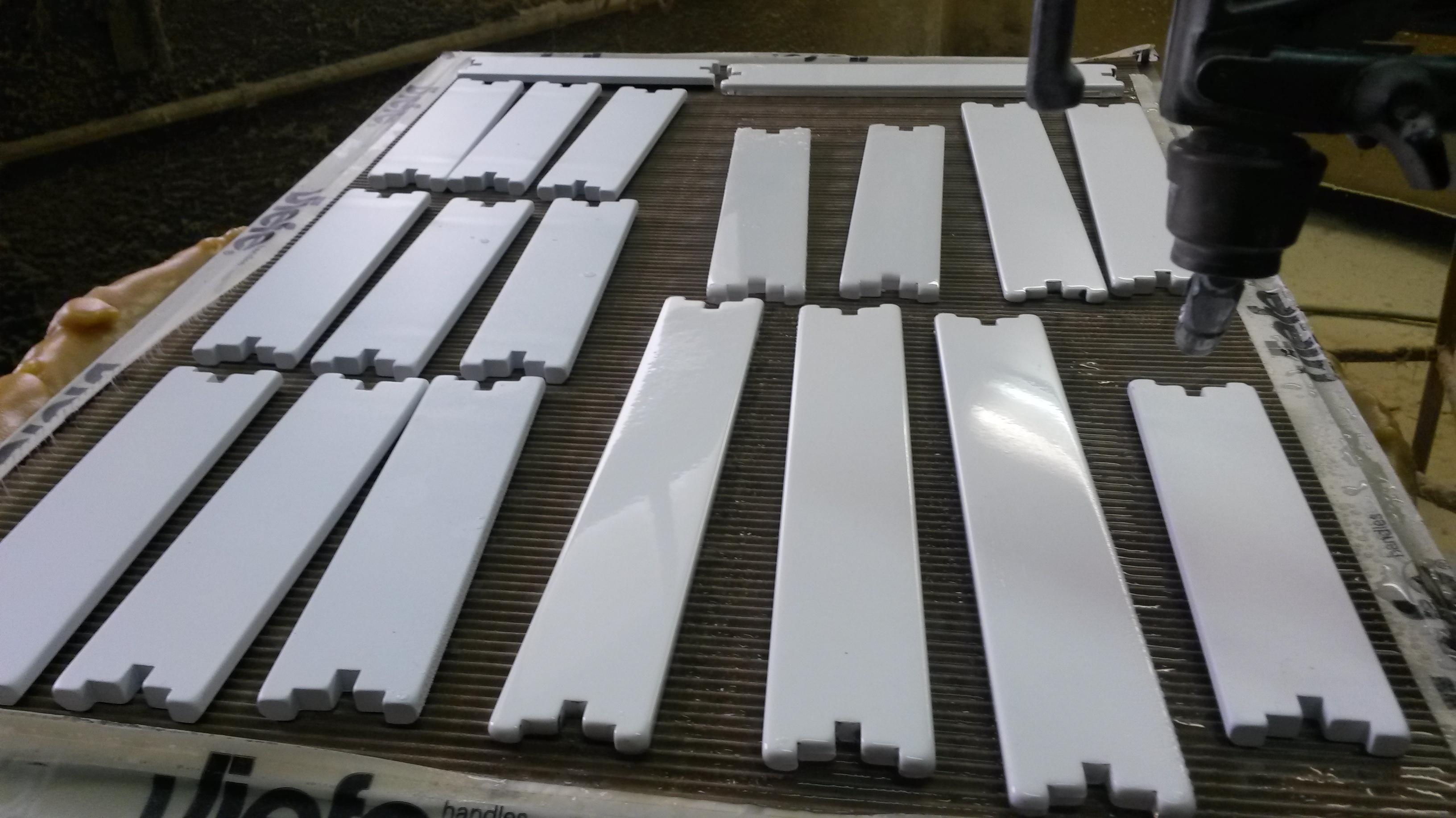 Proceso de pintura del tirador Bico de Viefe. Painting process of the Viefe's Bico  handle.