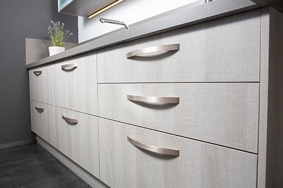 Aluminum handle for kitchens by Viefe. Tirador de aluminio para cocinas, de Viefe.