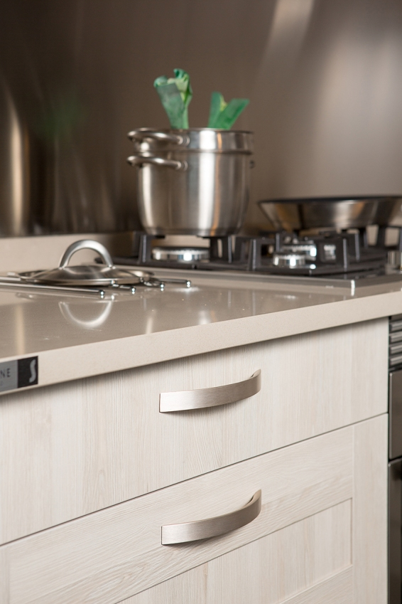Aluminum handle for kitchens by Viefe. Tirador de aluminio para cocinas, de Viefe.