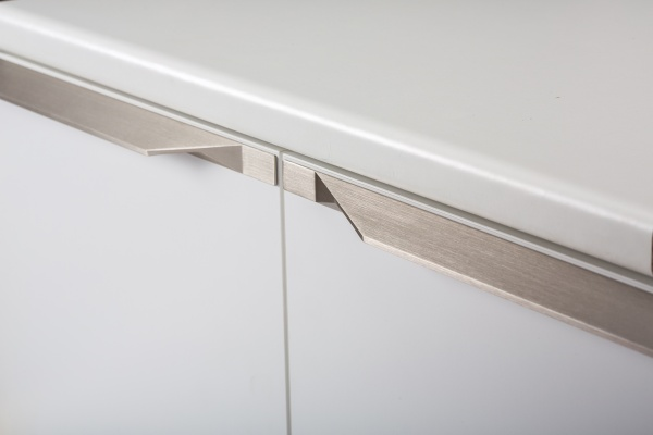 Tamm aluminum kitchen handle by Viefe. Tirador de cocina de aluminio.
