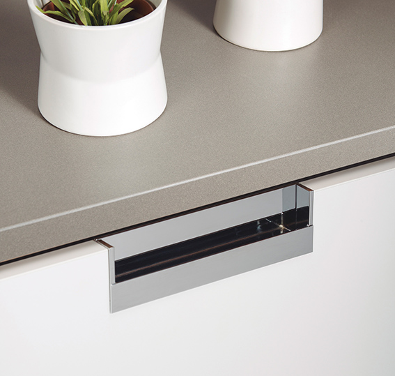 Tirador Flat para cocinas de Viefe. Flat kitchen handle by Viefe.