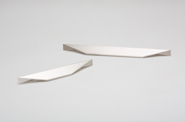 Tiradores Cutt para cocinas office de Viefe. Cutt handles for office kitchens by Viefe.