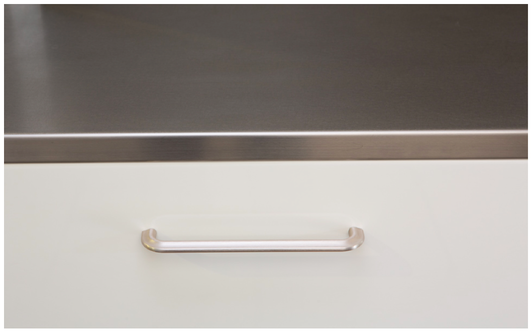 Tirador de aluminio para cocinas. Aluminum handle for kitchens.