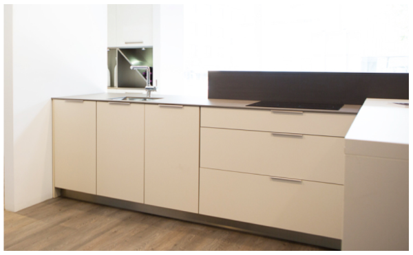 Curve handle for minimal kitchens. By Viefe. Tirador Curve para cocinas minimalistas.