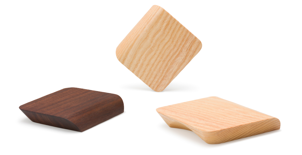 Tacco wooden handle for bathooms by Viefe. Tirador Tacco de madera para baños de Viefe.
