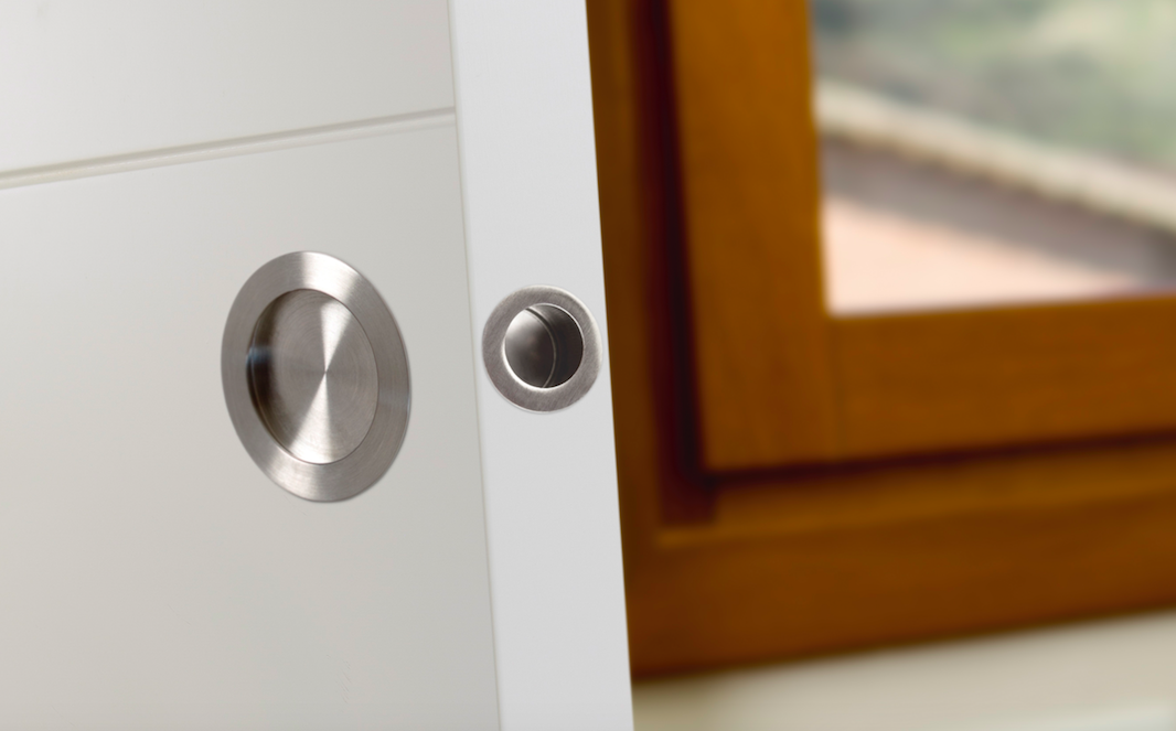 Tirador integrado para puertas correderas. Integrated handle for sliding doors. Didal by Viefe.