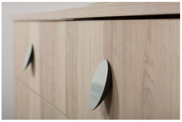 Pomo de colores para muebles, de Viefe. Colour knobs for furniture, by Viefe.